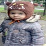 1歳9か月男児、アパート8階から飛び降りた男の巻き添えになり死亡!